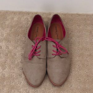 Tan and pink Oxford style shoes